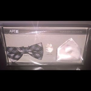 New with tag bowtie set